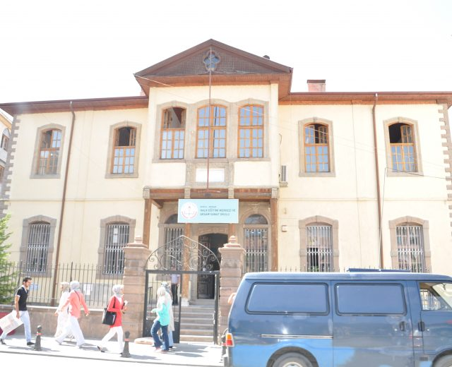 Konya meram Halk Eğitim Müd Binası